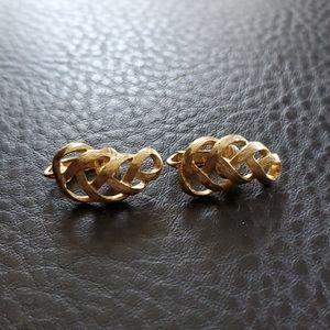 VTG Avon clip on earrings